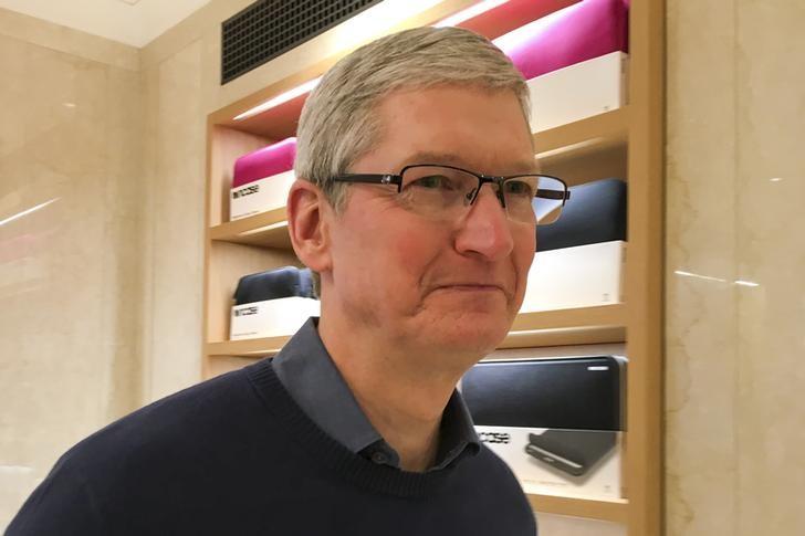 米アップル、FBIによるアイフォーンのロック解除要求を拒否