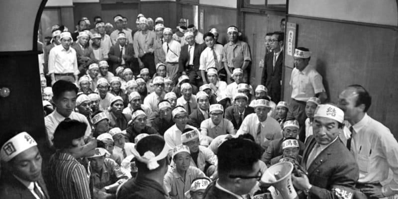 あのころ>米価審議会に圧力 農民代表が座り込み