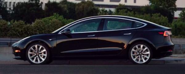 Tesla元社員が、SECに公式内部告発
