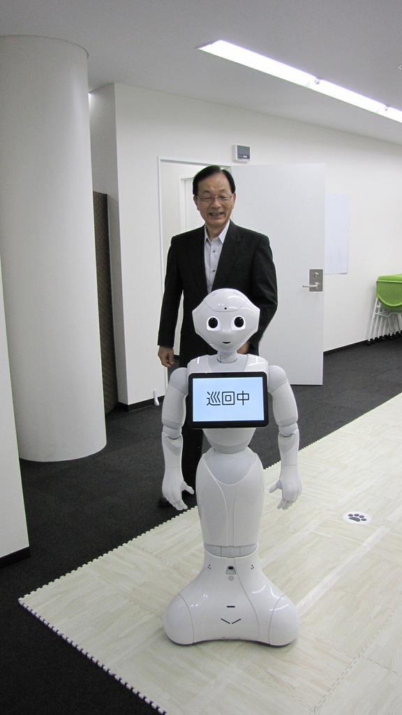 ペッパーに独自の顔認識AIを搭載した接客・警備ロボットと会話してみた…