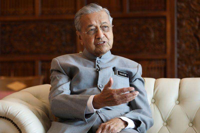 マレーシア首相、来年11月以降にアンワル氏と交代へ