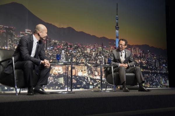岡田氏がクラブ経営者としての悲喜こもごもを語り、会場は大きな笑いに包まれた