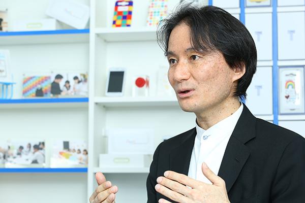 石田宏樹(いしだ・あつき) 1972年佐賀県生まれ。慶應義塾大学総合政策学部在学中の1995年に、リセットを設立し取締役就任。その後、ドリーム・トレイン・インターネット(DTI)の企画部長、最高戦略責任者を歴任した。2000年、フリービット・ドットコム(現フリービット)設立、代表取締役社長CEO。2015年、代表取締役会長(現任)。同年、トーンモバイルの代表取締役社長に兼務で就任した(現任)