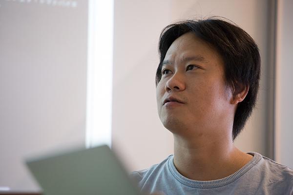 沖本裕一郎(おきもと・ゆういちろう) クックパッド 買物情報事業部事業部長 2012年、クックパッドに入社。新規事業の責任者として、日常消費領域のO2Oプラットフォーム立ち上げを推進。2014年12月までの2年間で、登録ユーザー数300万人以上、情報配信店舗数7400店舗以上が利用するサービスへと進化させた。生活者の買い物を変える可能性のあるサービスとして、2013年に情報化促進貢献個人等表彰(経済産業大臣表彰)を受賞。2014年、ネット&リアル相互貢献(O2O)グランプリ大賞を受賞。2001年から2012年まで、リクルートにてクリエイティブディレクターを経験した後、人材事業やWebサービスの開発に従事