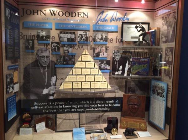 UCLAのスポーツ殿堂博物館におけるジョン・ウッデンのコーナー(写真:横山匡)