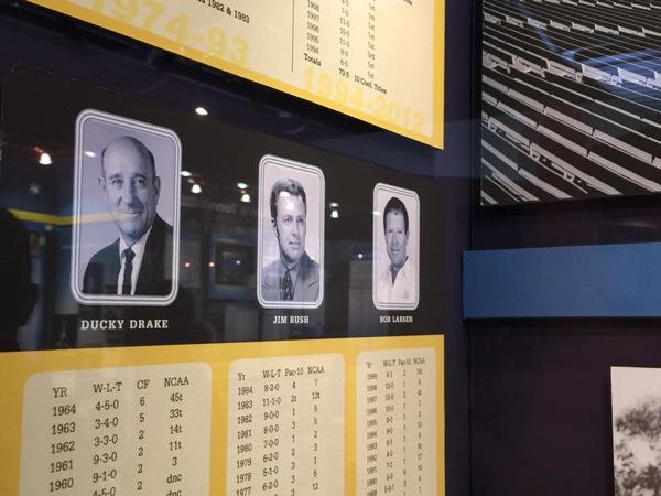 UCLAのスポーツ殿堂博物館の展示。左がダッキー・ドレイク(写真:横山匡)