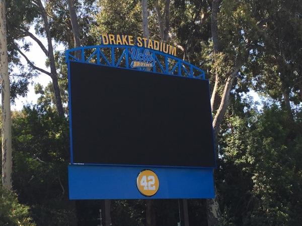 功績が称えられ、UCLAの陸上競技場にドレイクの名前がつけられた(写真:横山匡)