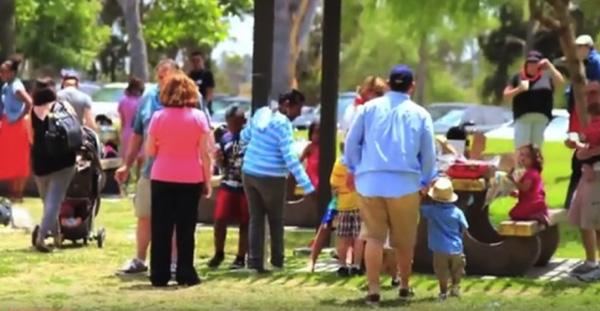 毎年数回開かれる、里親機関が主催するピクニックには、里親候補者や経験者たちが集う