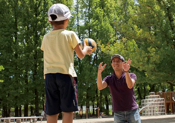 おきつかささんは、移住後に増えた子どもとの会話から、新しいキャラクター「くしゃくまさん」を生み出した。LINEのスタンプをつくり、売っている