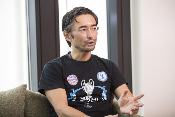 岡部恭英(おかべ・やすひで) 1972 年生まれ。スイス在住。サッカー世界最高峰CLに関わる初のアジア人。UEFAマーケティング代理店、「TEAM マーケティング」のTV放映権&スポンサーシップ営業 アジア&中東・北アフリカ地区統括責任者。ケンブリッジ大学MBA。慶應義塾大学体育会ソッカー部出身。夢は「日本が2度目のW杯を開催して初優勝すること」。10月からNewsPicksのプロピッカーとして日々コメントを寄せている