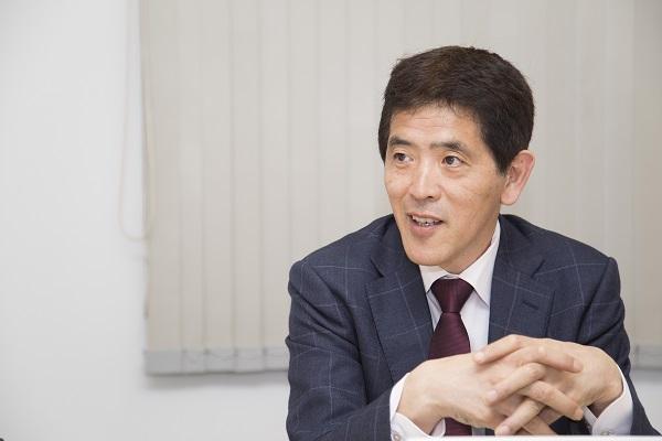 荒木は、2008年から2009年までロッテ球団に在籍しながら日本サッカー協会の広報委員を務めた