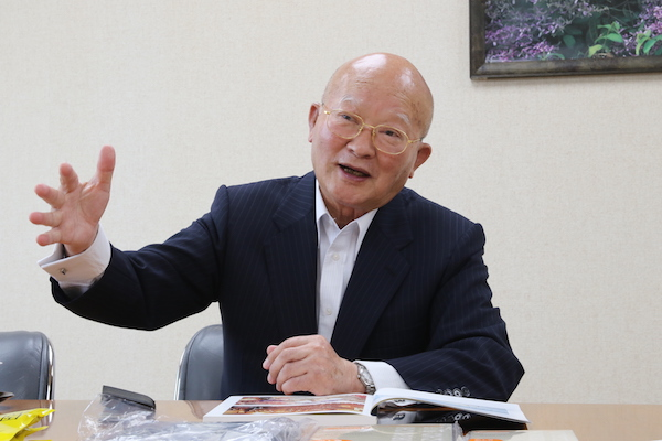 西 太一郎(にしたいちろう)1938年03月13日、大分県宇佐市に生まれる。昭和35年、東京農大醸造学科卒業後、三和酒類に入社。平成元年に社長就任し、平成9年に会長就任。 平成21年より取締役名誉会長に。