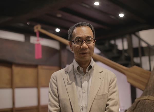 1967年、東京・池袋生まれ。武蔵野美術大学卒。大学在学中の1989年に編集プロダクションを設立。「東京ウォーカー」「東京1週間」「オズマガジ ン」「じゃらん」 などの特集記事を制作。2000年に雑誌「自遊人」を創刊。2002年、食品販売事業をスタート。2004年、東京・日本橋から新潟県南魚沼市に会社を移転、米つくりを始める。2010年に農業生産法人を設立。2012年、雑誌・食品に次ぐ、第三の事業となる温泉宿の経営を開始。