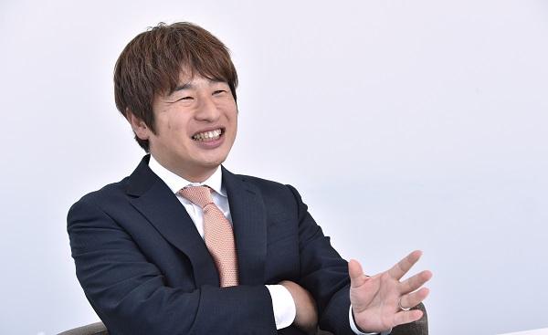 川上量生(かわかみ・のぶお) カドカワ 代表 1968年生まれ。京都大学工学部を卒業後、コンピュータ・ソフトウェア専門商社を経て、97年にドワンゴを設立。携帯ゲームや着メロのサービスを次々とヒットさせたほか、2006年に子会社のニワンゴで『ニコニコ動画』をスタートさせる。11年よりスタジオジブリに見習いとして入社し、鈴木敏夫氏のもとで修行したことも話題となった。