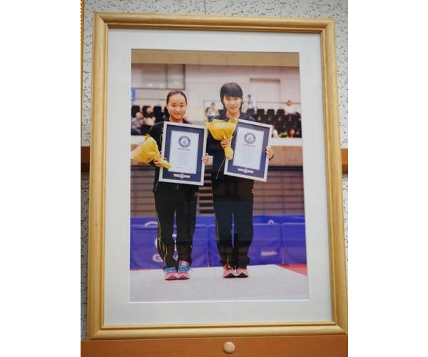 13歳の頃、平野美宇(右)は同い年の伊藤美誠とともにワールドツアー・ドイツオープンでダブルス優勝を果たし、史上最年少制覇(合計年齢)でギネス世界記録に認定された