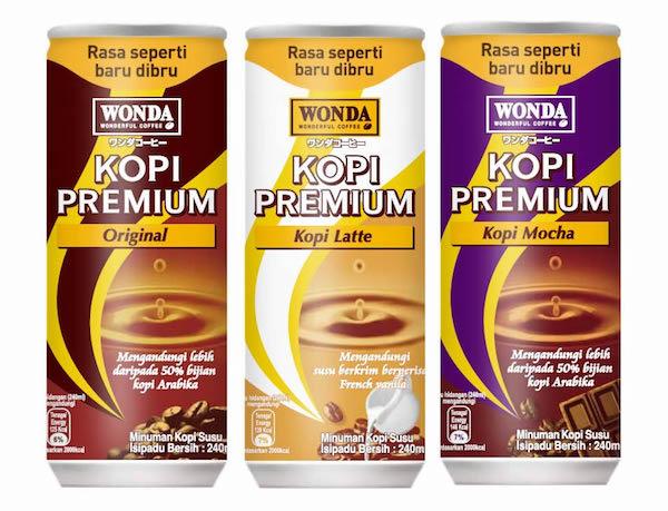 マレーシア市場向けに開発された「WONDA」シリーズ3種(オリジナル・ラテ・モカ)。現地で一般的な240ml缶を採用し、ハラル認証も取得している。出典:http://www.asahigroup-holdings.com/news/2013/1210_2.html