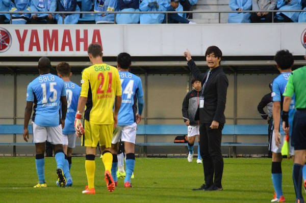 試合後、ジュビロ磐田の選手の誘導を行う松森