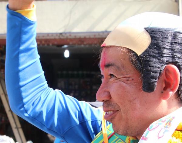 ツノダヒロカズ世界中どこでも出没するサッカー日本代表の名物サポーター。2011年3月11日東日本大震災を機にサッカーサポーターのネットワークを活かして東北支援を開始。この4年半で80回以上東北支援を実施し、震災を風化させない為の「被災地報告会」を全世界で200回以上主催している。2014年ブラジルW杯に被災地の中学生4人をサッカーのチカラで招待して話題に。近年では土砂災害を受けた広島県常総市への支援や、エチオピア・カンボジア・ネパールなど貧困地域などへの支援も行っている