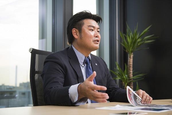徳重 剛(とくしげ・つよし) 1977年鹿児島県生まれ。上智大学在学中に体育会サッカー部の主将を務める。卒業後に公認会計士試験に合格し、監査法人トーマツに入社。2008年に同社を退社して、徳重剛公認会計士事務所を設立。2010年からFC KAGOSHIMAの代表を務め、2013年に同クラブとヴォルカ鹿児島が統合して生まれた鹿児島ユナイテッドFCの代表に就任した。同クラブは、鹿児島県で初めてJリーグ加盟が承認され、2016年シーズンからJ3に参入する
