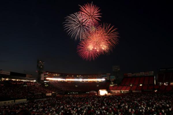 2015年7月に行われた「第1回楽天イーグルス花火大会には約1万5000人のファンが来場。3000発の花火を楽しんだ
