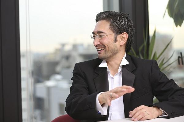 岡部恭英(おかべ・やすひで) 1972年生まれ。スイス在住。サッカー世界最高峰CLに関わる初のアジア人。UEFAマーケティング代理店、TEAM マーケティングのTV放映権&スポンサーシップ営業 アジア&中東・北アフリカ地区統括責任者。ケンブリッジ大学MBA。慶應義塾大学体育会ソッカー部出身。夢は「日本が2度目のW杯を開催して初優勝すること」。昨年10月からNewsPicksのプロピッカーとして日々コメントを寄せている