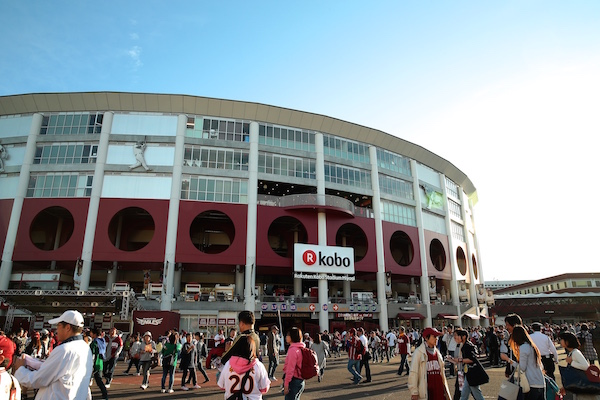 総額100億円以上をつぎ込んで毎年改装を重ねる「楽天koboスタジアム宮城」