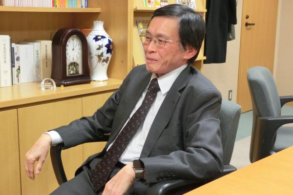 岸見一郎(きしみ・いちろう) 哲学者 1956年京都生まれ。京都大学大学院文学研究科博士課程満期退学。専門の哲学(西洋古代哲学、特にプラトン哲学)と並行して、1989年からアドラー心理学を研究。日本アドラー心理学会認定カウンセラー・顧問。本書では原案を担当