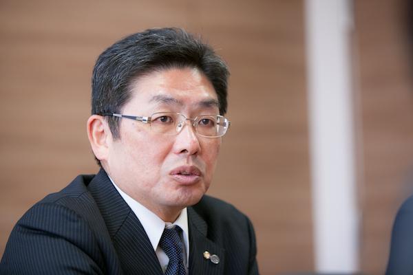 博多高校の大胆な改革を推し進める八尋太郎理事長は、サプリ導入によって「生徒たちの自主学習力が伸びた手応えはある」と語る。
