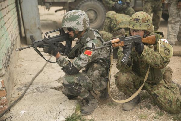 自衛隊と中国軍が共同訓練(2015年夏の多国間演習カーンクエスト15)