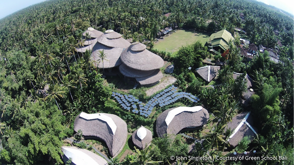 ジャングルの中にあるグリーンスクール。©John Singleton / Green School Bali