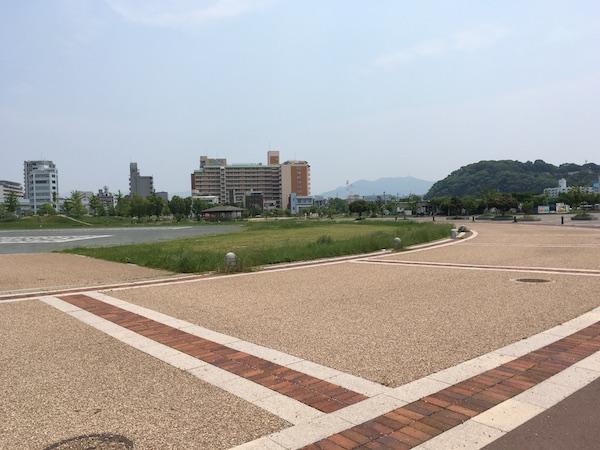 広島みなと公園の交通アクセスは悪い