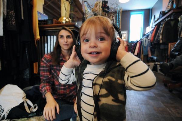 2013年、ブルックリンの古着とビンテージレコードを扱う店「Cool Pony」でのレッスン風景(提供:Baby DJ School)