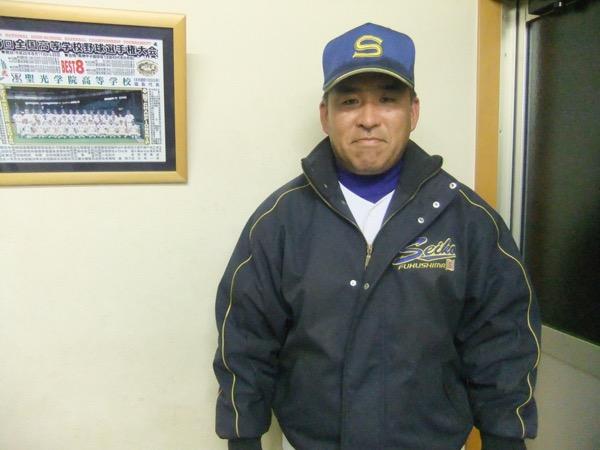 横山博英(よこやま・ひろひで) 1970年6月1日。千葉県出身。現役時代は土浦日大高校の控え捕手として活躍。日本大学を経て、1993年から母校のコーチを5年間務めた。一般企業に就職した後、1998年11月に聖光学院に赴任。1999年4月から野球部部長を務めて以来、斎藤監督と二人三脚でチームづくりに携わる。偶然にも斎藤監督とは誕生日が同じ。地歴公民科教諭