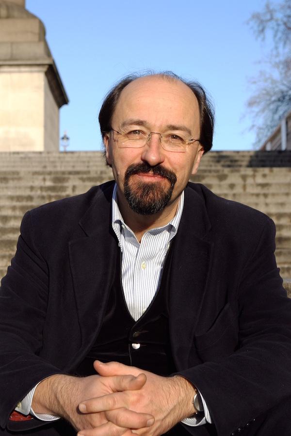 ビル・エモット 1956年ロンドン生まれ。オックスフォード大学で政治学、哲学、経済学の優等学位を取得。英国『エコノミスト』誌ブリュッセル支局員を経て、1983~86年、東京支局長として日本に滞在。1993~2006年、同誌編集長を務める。『日はまた沈む』『アジア三国志』『20世紀の教訓から21世紀が見えてくる』など著書多数