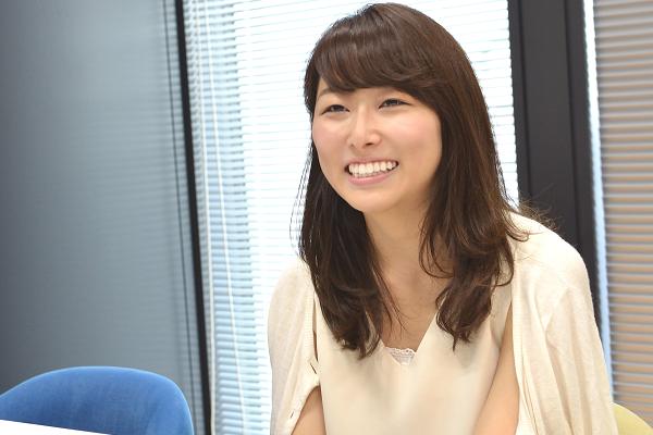 """新居日南恵(におり・ひなえ) 1994年生まれ、東京都出身。 慶應義塾大学法学部政治学科に在籍しながら、2014年に""""いまの女子大生の手で安心して母になれる社会をつくる""""をコンセプトに掲げ、任意団体「manma」を設立。同団体の代表を務めている。"""