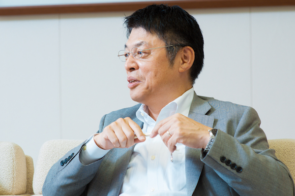 的場大輔(まとば・だいすけ)  日本アイ・ビー・エム グローバル・ビジネス・サービス事業 ビジネス・コンサルティング コグニティブ・イノベーションセンター統括エグゼクティブ。自ら起業経験を持ち、東京大学大学院学際情報学府及びGCL(グローバル・クリエイティブリーダー育成プログラム)にて認知科学を研究しながら学界・業界の境界を超える新たなビジネス創出を専門的に手がける。著書「SNSビジネス・ガイド」(インプレス)、「生き残る企業のIT戦略」(日経BP)。