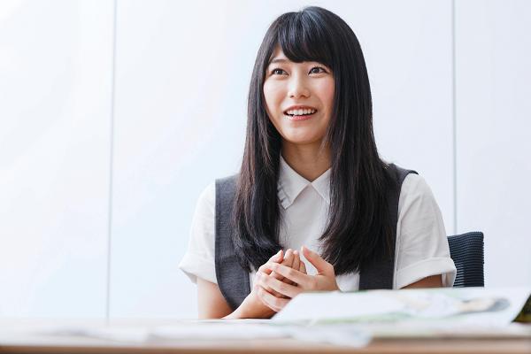 横山由依(よこやま・ゆい) 1992年12月生まれ。京都府木津川市出身。2009年9月、AKB48第9期研究生として加入。2010年10月に正規メンバーとなり、2015年12月、AKB48グループ2代目総監督に