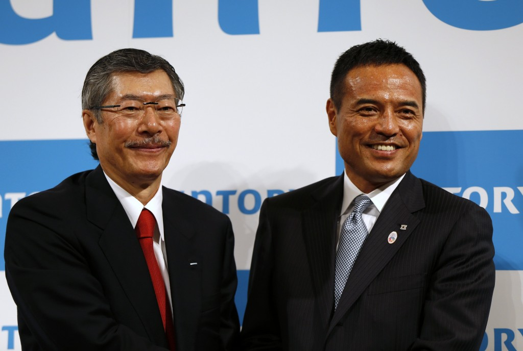 Suntory Holdings Ltd's next president Takeshi Niinami poses for a photo with current Suntory president and chairman Nobutada Saji, during a news conference in Tokyo