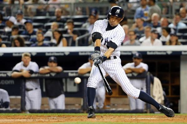 イチローはタイミングをずらされても、股関節における2つの球関節を軸として使い分けることで、強い打球を実現させている(写真:USA TODAY Sports/アフロ)