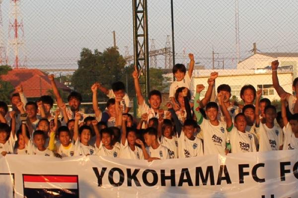 今年1月、プーケットFCのオーナーの招待を受け、横浜FCはタイでキャンプを行なった。(写真:Jリーグ提供)
