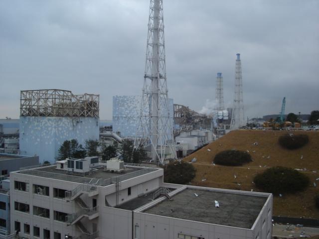 福島第一原発1-4号機(3月16日、東京電力)