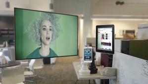 マジック・リープ本社の休憩エリアには仮想スクリーンがあり、ミュージシャンのセイント・ビンセントのビデオが浮かび上がる。