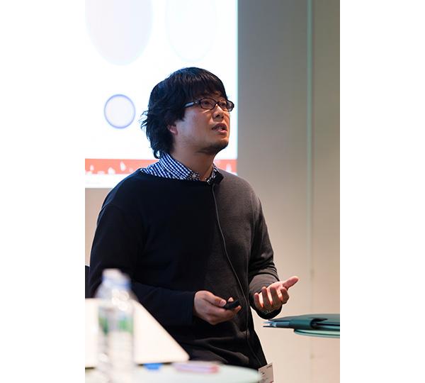 【北山俊輔氏】 GameBank株式会社 プロダクション部 部長 「スマデバファースト」を掲げてきたヤフーが2015年2月に設立した、モバイルオンラインゲームの開発を手掛けるGameBank。スマートデバイスにおけるパーソナル課金モデルの確立を目指す。送客に関しては、国内最大のポータルサイトである「Yahoo! Japan」をマスメディアとして活用することが可能。はじめの一手としては、すでにオンラインゲームになじみがある層に向けて、ハードコア系のコンテンツをリリース。続いて、まだオンラインゲームを知らない層に向けてもカジュアルなゲームをリリースしていく予定。