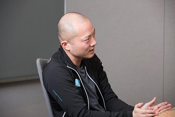馬場渉、37歳。SAP社のChief Innovation Officer。ドイツ代表のブラジルW杯優勝によって同社の高いIT技術に注目が集まり、馬場氏に日本の各スポーツ界から問い合わせが殺到中。3月にはドイツを訪れ、バイエルンやホッフェンハイムの取り組みを視察した。