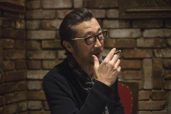 大塚 明夫(おおつか・あきお) 声優/役者。1959年生まれ。東京都出身。代表作に、『メタルギア』シリーズのソリッド・スネーク役、『機動戦士ガンダム0083』のアナベル・ガトー役、『攻殻機動隊』シリーズのバトー役、『Fate/Zero』のライダー役、『ONE PIECE』の黒ひげ役。洋画吹き替えでは、スティーヴン・セガール、ニコラス・ケイジ、デンゼル・ワシントンなどを幾度となく演じる