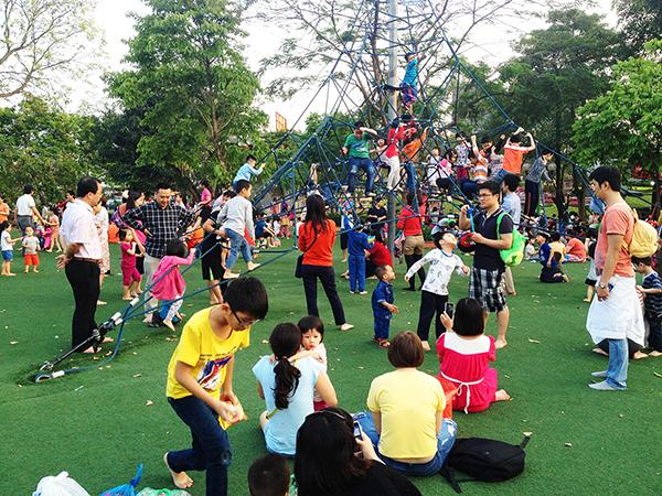 150601_公園で遊ぶ子供たちやっぱり子供は遊びが一番_補正済